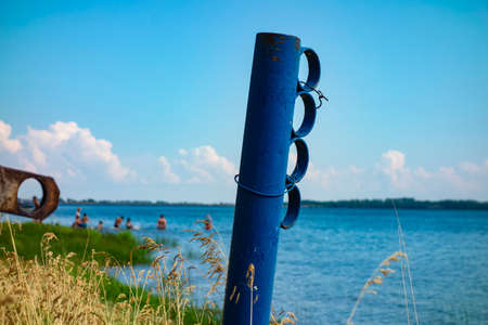 Blue steel post for mooring small boats in a small coastal dock 免版税图像