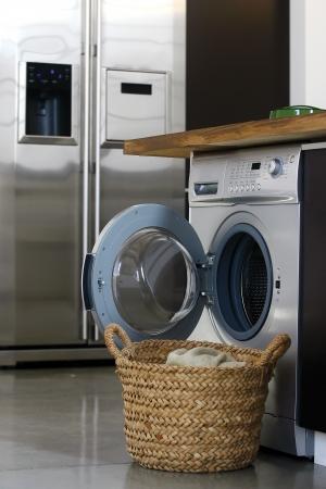 laundry: Interior de la sala de lavandería de lujo con lavadora Foto de archivo