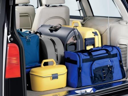 streifzug: lastet Kofferraum eines Autos, das f�r die Reise Lizenzfreie Bilder