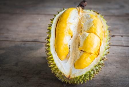 Durian: Đóng lên bóc Durian.By đặt các thành phần trên bảng gỗ.