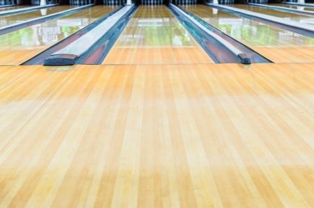 alejce: Bowling alley.With powierzchnia polerowana woskiem pięknie.