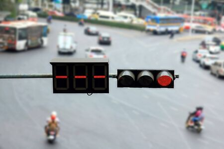 isolated with traffic light on the road,red circle light symbol on blur background Banque d'images - 133372443