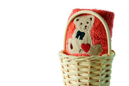 clipping paths,bath towels of pink color in wicker basket on white background, towels with cartoon bear so cute isolated on copy space Banque d'images - 134473915