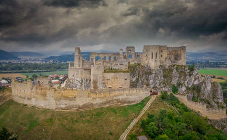 Aerial view of Beckov castle with restored Gothic chapel in Slovakia above the Vah river 版權商用圖片