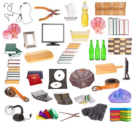 objetos de la casa: Conjunto de diferentes objetos de la casa sobre un fondo blanco