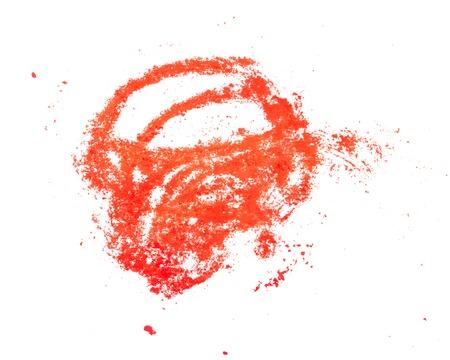 strisce di pastello rosso su bianco