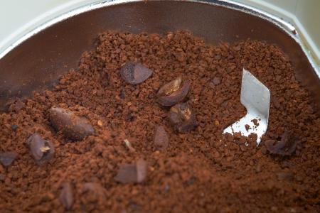 coffee blender: Ground coffee beans in a blender