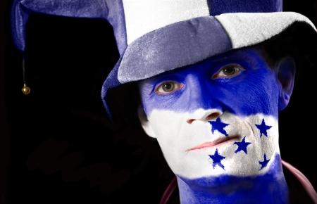 bandera honduras: Un aficionado al f�tbol con su cara pintada con la bandera de Honduras Foto de archivo