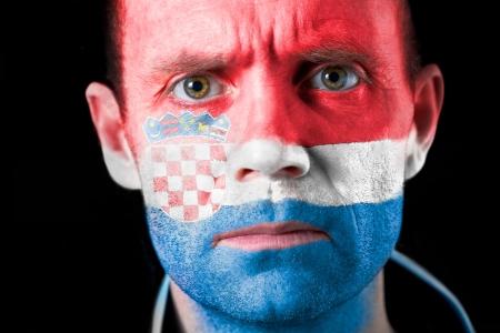 malandros: Una intensa mirada de un aficionado al f�tbol con la cara pintada con la bandera de Croacia.