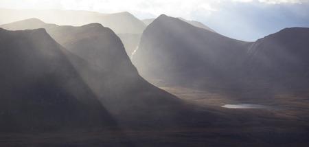 hanging around: Mist merodeando por el Coigach en las Tierras Altas de Escocia.