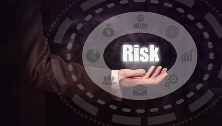 competitividad: Businessman pressing an Risk concept button.