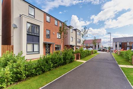 Nieuw gebouwde huizen in een woonwijk in Engeland. Stockfoto