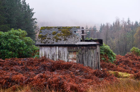 glen: Wooden shack ruins in Glen Etive, Scottish Highlands.