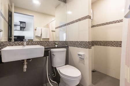 Small bathroom inside the hotel Standard-Bild