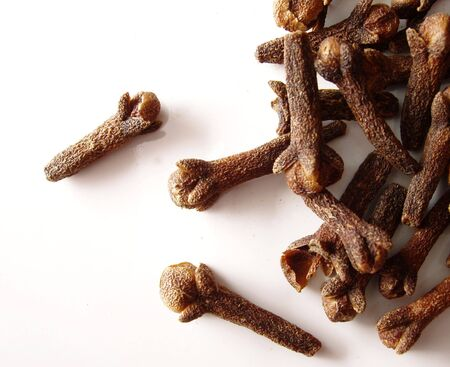 dehydrate: whole cloves