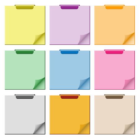 Klad blok ingesteld in diverse kleuren met pagina opgerold, clip boven aan het paneel en ruime kopieer ruimte voor tekst.  Vector Illustratie