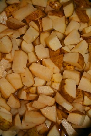 boiling: Boiling potatoes to mash for thanksgiving