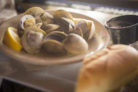 Steamed clams in white wine served with bread Reklamní fotografie