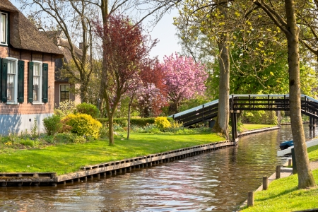 Mooie traditioneel huis in een Nederlandse stad van Giethoorn. Stockfoto