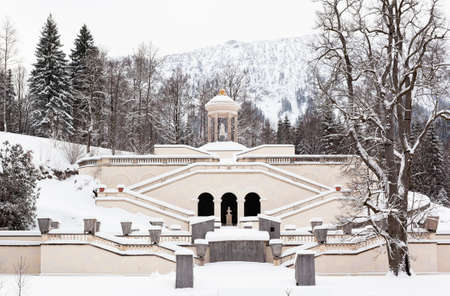 The fountain of Bavarian castle Linderhof at snowy winter Stock Photo - 15976883