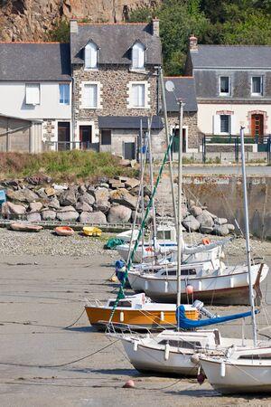 ebb: Ebb krajobraz w zachodniej Bretanii. pionowe strzału Zdjęcie Seryjne