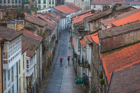 Looking down onto the Rainy Street of Old Town Santiago de Compostela, Spain Standard-Bild
