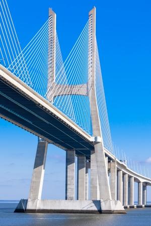 moderne br�cke: Moderne Br�cke Fragment: Vasco da Gama-Br�cke (Ponte Vasco da Gama), Lissabon, Portugal