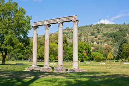Roman temple: Antiguo Templo Romano de Apolo en Riez, Alpes de Alta Provenza, Francia Foto de archivo