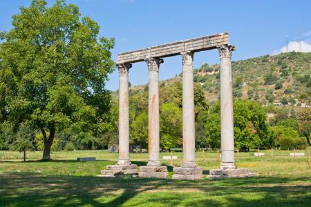 templo romano: Ancient Roman Temple of Apollo in Riez, Alpes de Haute Provence, France Foto de archivo
