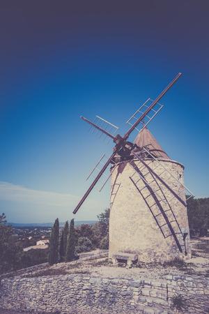 apt: Old stone windmill in Saint Saturnin les Apt, Provence, France