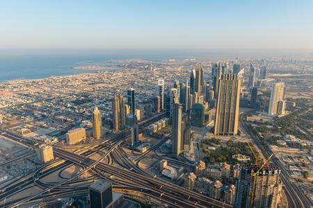 Dubai centrum ochtend scene. Bovenaanzicht van boven