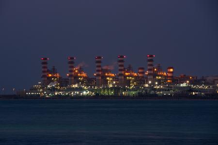 destilacion: refiner�a de petr�leo de destilaci�n de combustible petroqu�mica industria qu�mica de la gasolina industrial