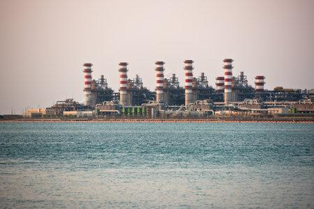 destilacion: refinería de petróleo de destilación de combustible petroquímica industria química de la gasolina industrial