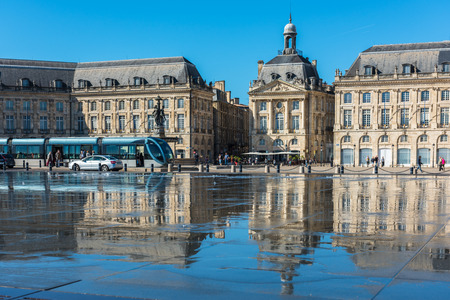 gironde: FRANCE, BORDEAUX - SEPTEMBER 20: Famous mirror fountain in front of Place de la Bourse in Bordeaux, France on September 20, 2015