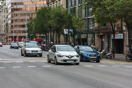 taxi famous building: SPAIN, BARCELONA - SEPTEMBER 12: Cars traffic on Barcelona street on September 12, 2015
