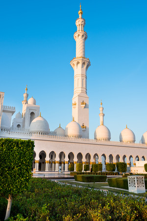 View of famous Sheikh Zayed White Mosque in Abu Dhabi, UAE 版權商用圖片 - 126717852