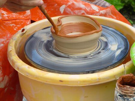 potters wheel: Create dishes from clay on a potters wheel