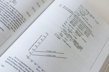 ipotesi: pagina del libro di matematica con grafico e statistiche  Archivio Fotografico