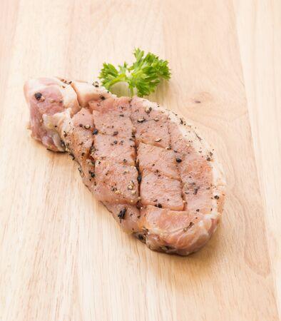 pepe nero: crudo bistecca di carne di maiale con pepe nero Archivio Fotografico