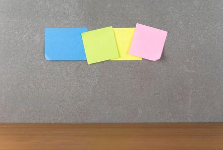 paper note: papel de la nota en la pared