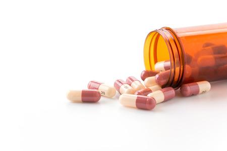 Medische pillen, veel van de geneeskunde op een witte achtergrond