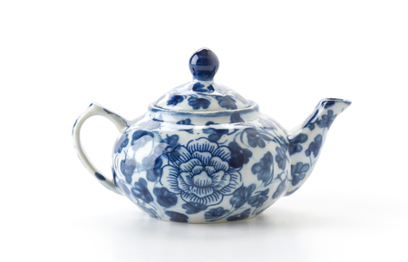 Old Teapot on white background Banque d'images