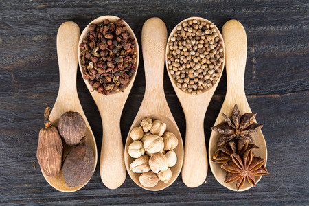 wooden spoon: Spices and herbs in bowls. Food and cuisine ingredients.