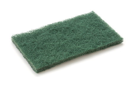 dishwashing: Esponja para lavar platos en el fondo blanco