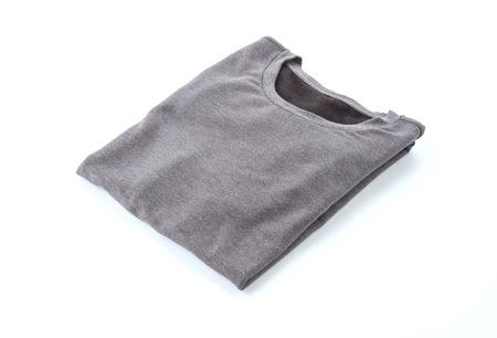 shirt. gevouwen t-shirt op een witte achtergrond Stockfoto
