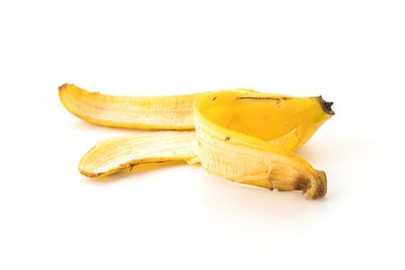 cáscara de plátano en el fondo blanco