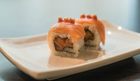 quemado: salm�n quemado maki - comida japonesa Foto de archivo