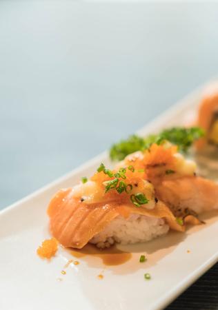 tuna mayo: salmon burned cheese maki - japanese food