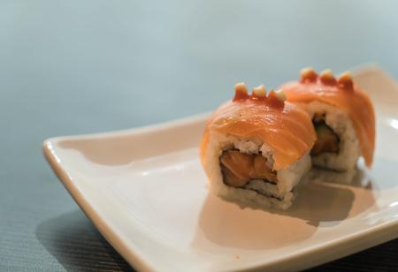 tuna mayo: salmon burned maki - japanese food