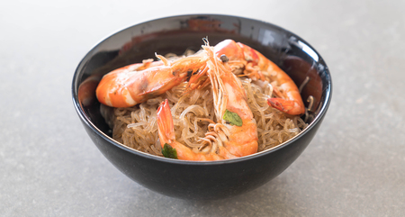 vermicelli: Shrimp potted with vermicelli on table